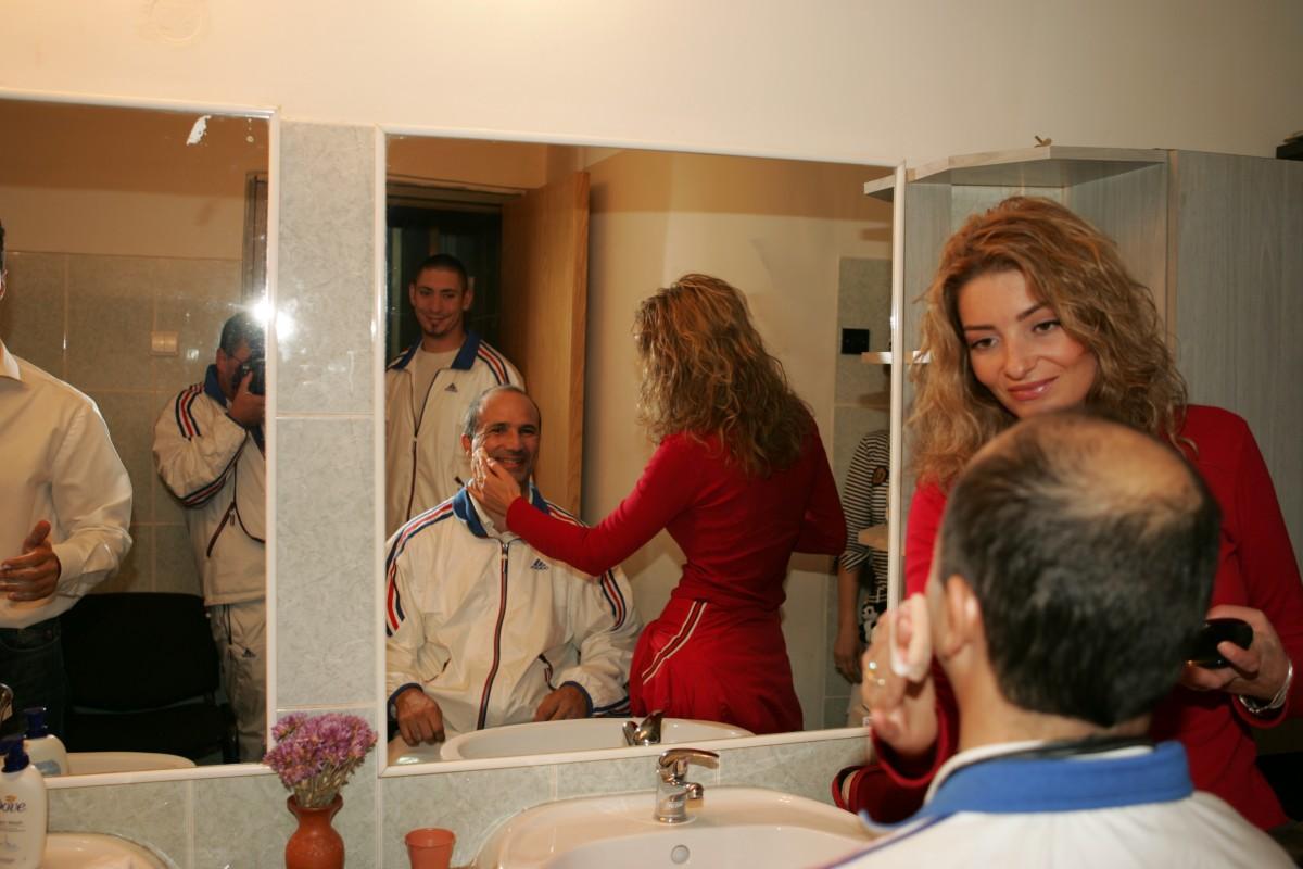 Séance maquillage pour la TV Roumaine
