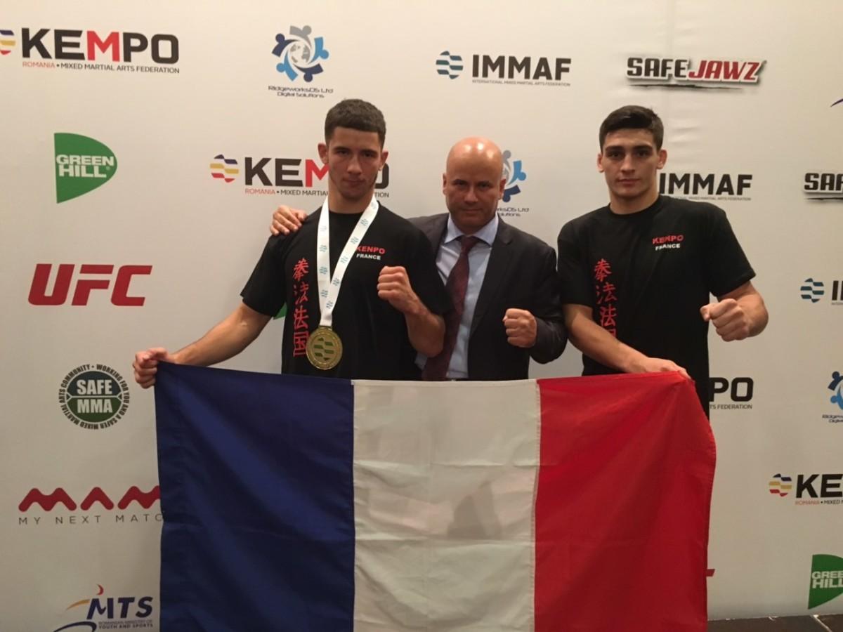 Axel Sola, Virgil Augen et Amatto Zaharia, le président de la Fédération Roumaine de Kempo & MMA